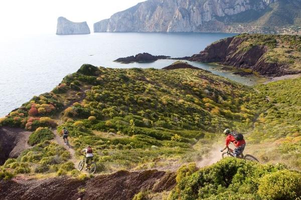 """""""L'isola in lungo e in largo"""" con la Ciclovia Turistica della Sardegna"""